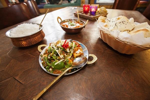 ロシアンパブのホステスも食べに来ている? 横浜は関内にあるロシアンレストラン アムールのレポート