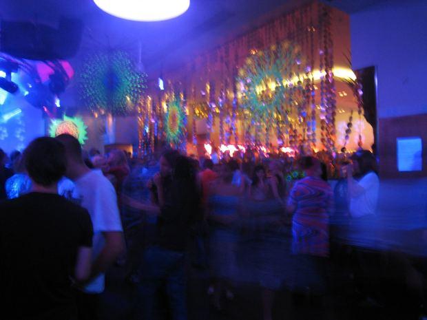 六本木のクラブでラテン系外国人女性をクラブナンパ