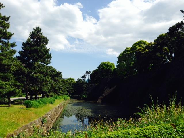 日本で外国人女性(白人女性・欧米人女性)に声を掛ける時は英語が必要なのか?