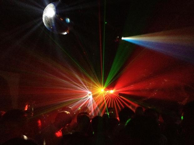 外国人が多いクラブやバー・パーティーに外国人女性、白人女性(欧米人女性)との出会いを求めにナンパに行く際の注意