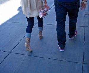 日本で白人女性と一緒に歩いていると・・